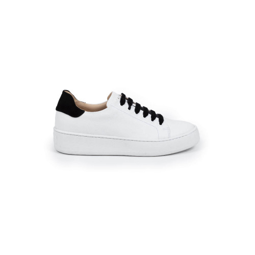 Tennis shoes Mai Mai white with black laces and black velvet buttress for women