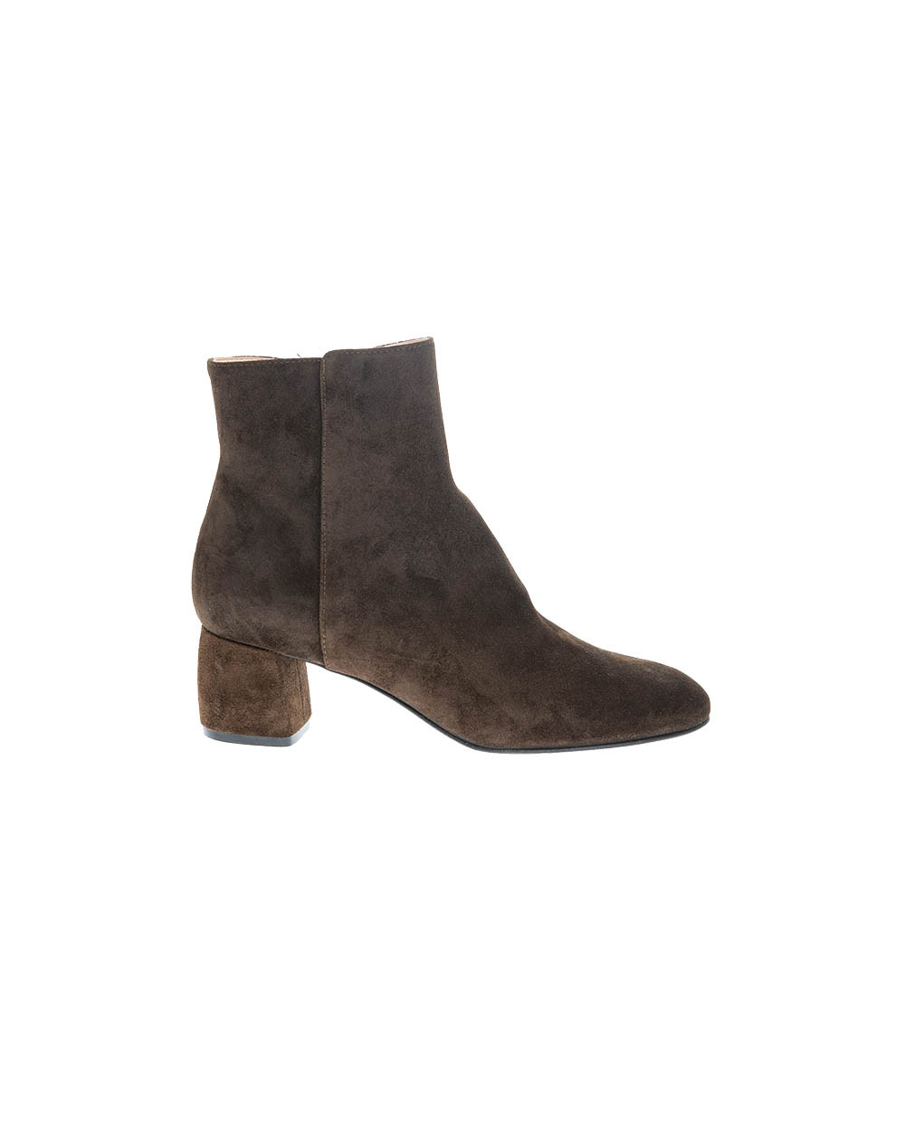 Suede boots with rounded tip 50